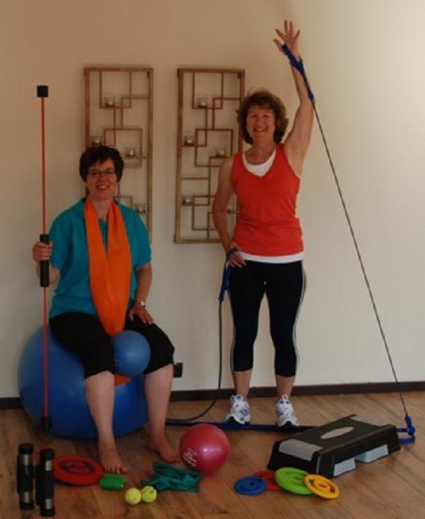 Die Übungsleiterin Helga (rechts) und unsere Sportbeauftragte Silke freuen sich auf DICH!