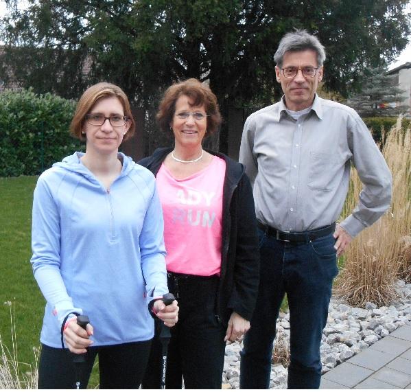 Übungsleiterin Anna Derksen sowie Walburga Neu und Hansi Borchert vom DJK-Vorstand freuen sich über das neue Angebot der DJK